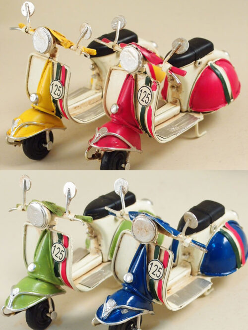 Vespa decorativa in metallo, mini vespa a motore colorata